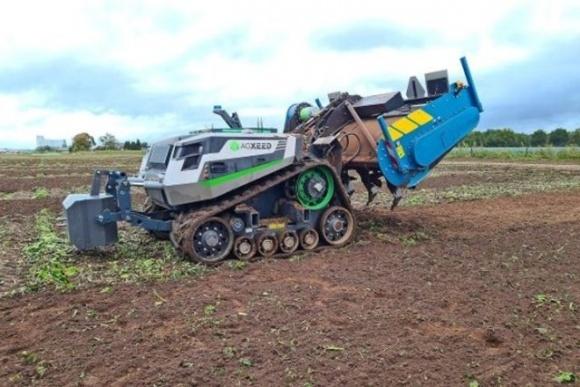Диво-трактор AgXeed виходить на поля Європи фото, ілюстрація