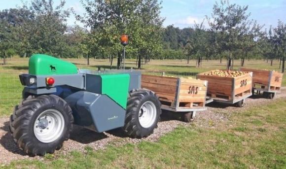 Електричний триколісний роботрактор може косити, прополювати та обприскувати фото, ілюстрація