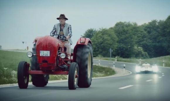Porsche трогательно попрощалась с Audi и похвасталась трактором фото, иллюстрация