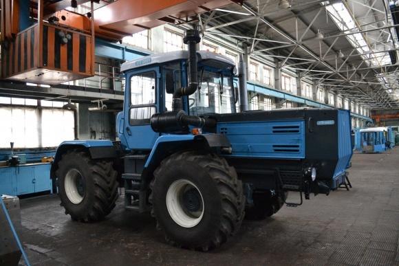 ХТЗ продаст до 2 тысяч тракторов в Европу, Азию и Африку фото, иллюстрация