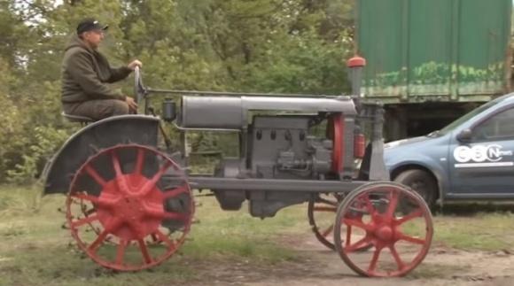 """Селяни власноруч відреставрували ретро-трактор """"Універсал"""" фото, ілюстрація"""