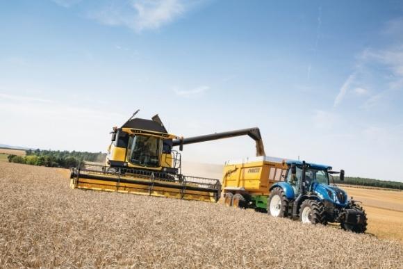 New Holland Agriculture виводить на ринок лінійку комбайнів CH (CROSSOVER HARVESTING) фото, ілюстрація