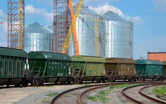 Укрзалізниця могла б везти значно більше зернових вантажів, якби не обмежена пропускна здатність портів фото, ілюстрація