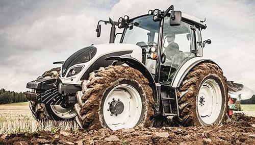 Трактор на всі «100»! фото, ілюстрація