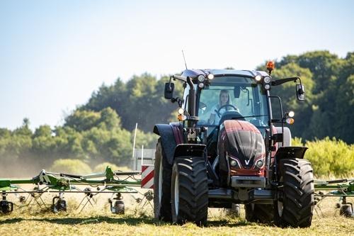 Valtra починає оснащувати трактори новою коробкою передач фото, ілюстрація
