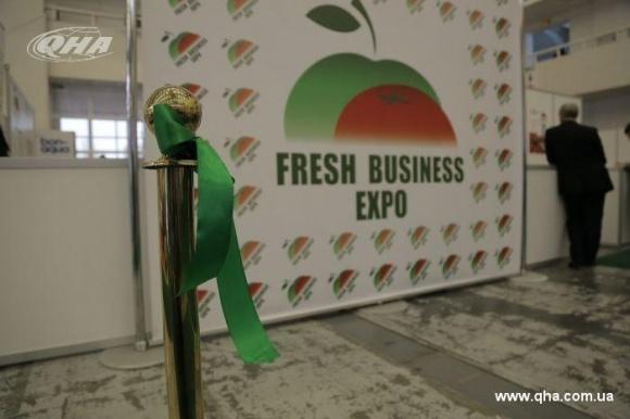 Свежие овощи и фрукты: весь цикл производства на выставке  фото, иллюстрация