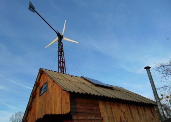 Волинський умілець змайстрував вітряк та сонячні панелі, збирає трактор на газу фото, ілюстрація