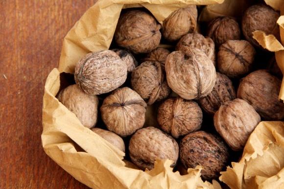 В этом году соберут вдвое меньше грецких орехов фото, иллюстрация