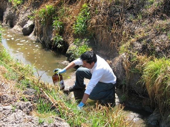 Чем поливают большинство полей в странах, которым не хватает воды? фото, иллюстрация