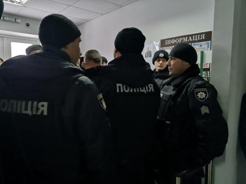 Озброєні молодики увірвались на територію підприємства «Росток-Холдингу» у Глухові фото, ілюстрація