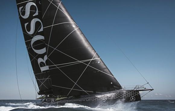 Гоночную яхту HUGO BOSS выкрасили в чёрный цвет при содействии BASF фото, иллюстрация