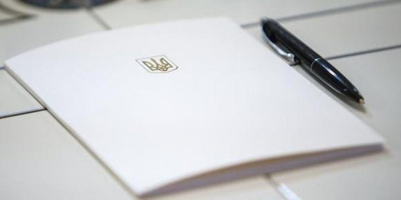 Подписаны законы о моратории на продажу земли и ужесточении наказаний за рейдерство фото, иллюстрация