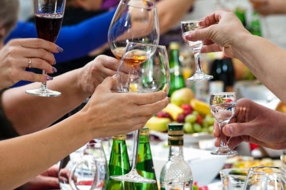 Держстат підрахував, скільки пропиває пересічна українська родина фото, ілюстрація