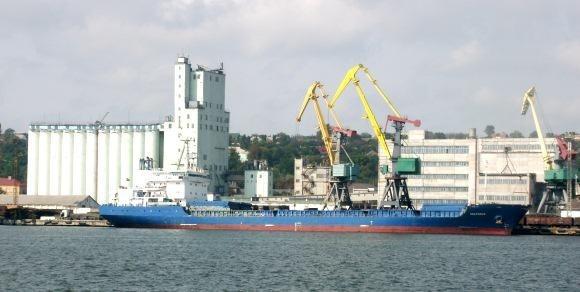 Маріупольський порт відправив першу партію соняшникової олії на експорт фото, ілюстрація