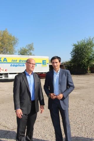 Международный менеджер проектов MEDA канадец Нік Рамзінг (слева) и менеджер Украинского проекта бизнес-развития плодоовощеводства Дмитрий Николаев (справа)(