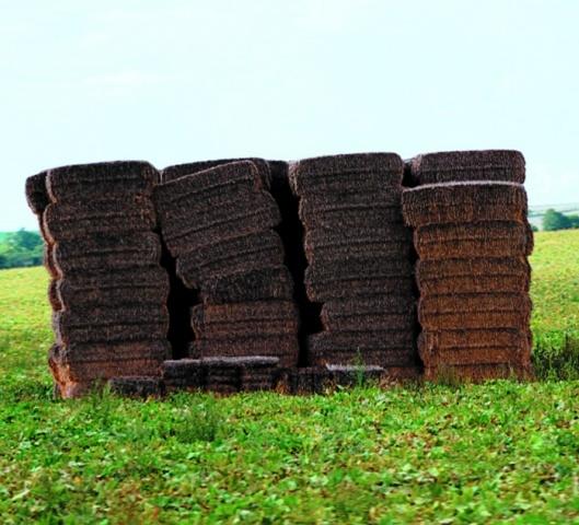 Квадратные тюки лучше пригодны для транспортировки и складирования