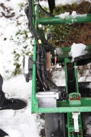 Електродвигун приводу висівного апарату