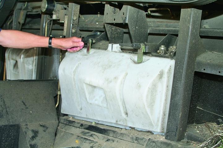 Кожух ротора та очищення, що виготовлено з білого пластику, щоб в машині було більше світла. Крім того, він відкривається без спеціального інструменту