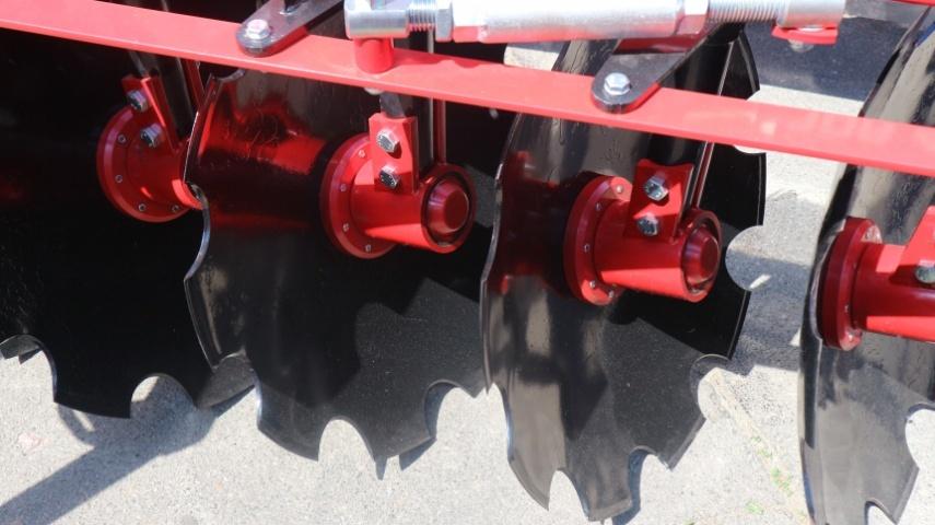 диски діаметром 660 мм встановлені з міжряддям 30 см і на відстані від стійок