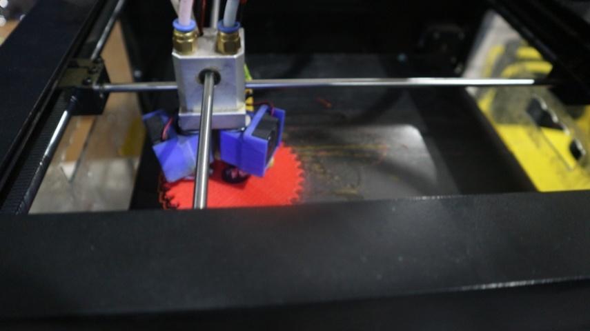 3D-принтер на експозиції Економіко-Технологічного інституту ім. Роберта Ельворті на Ярмарці освіти