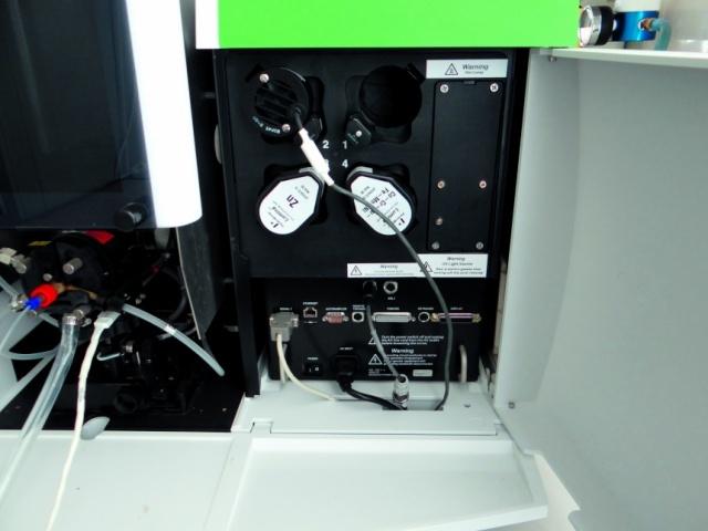 Ааnalyst 400: лампы в лотке для определения тяжёлых металлов (могут быть заменены на лампы с необходимым элементом таблицы Менделеева)
