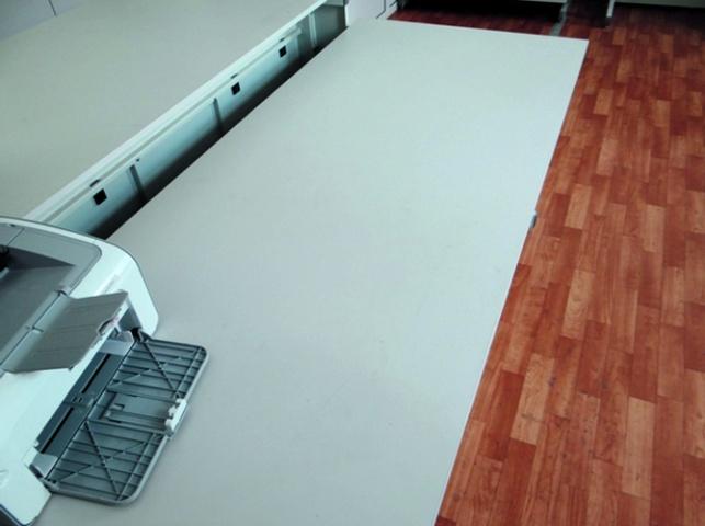 Лабораторный стол (усиленный) со столешницей, нейтральной к химически агрессивным средам