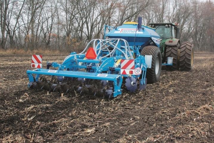 Локальне внесення  декількох видів добрив одночасно із основним обробітком ґрунту. Farmet — одні із перших