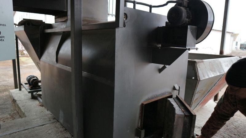 теплогенератор зерносушарки, який працює на подрібнених качанах