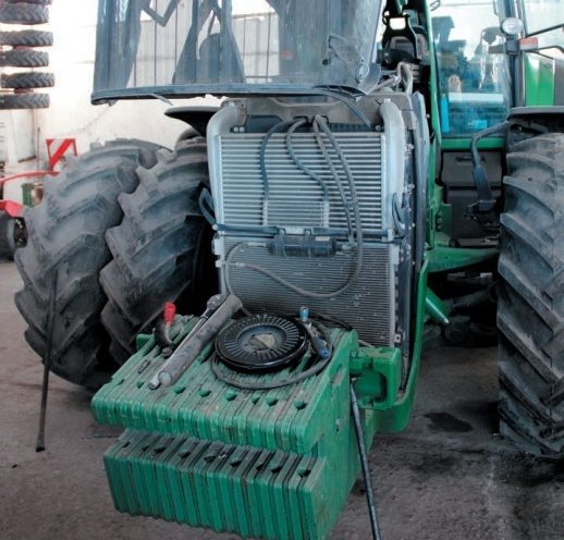 Поломка варіатора системи приводу вентилятора охолоджувальної системи трактора John Deere 8530