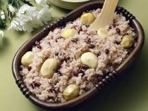 Среднегодовое потребление риса на одного человека в мире составляет 57,5 кг. В Европе на человека приходится 2-3 кг год, а вот житель Мьянмы съедает риса почти 250 кг в год, Вьетнама - около 215 кг, Китая - 220 кг
