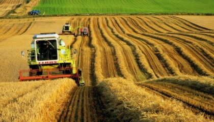 Законопроектом пропонується відмовитися від чіткого розподілу кооперативів за типами на виробничі та обслуговуючі, надаючи членам сільгоспкооперативу самостійно вибирати види діяльності