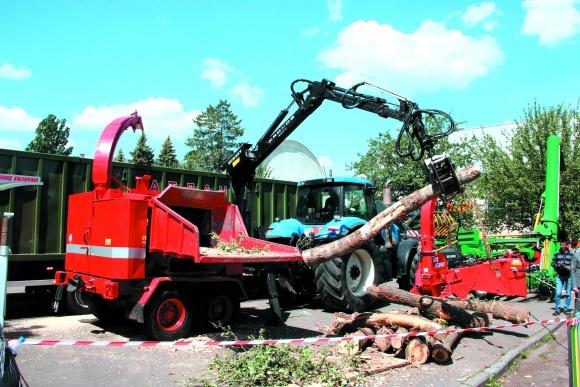 Оборудование для измельчения древесной массы фото, иллюстрация