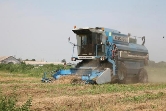 Аналіз впливу технічного сервісу на роботоздатність зернозбиральних комбайнів фото, ілюстрація