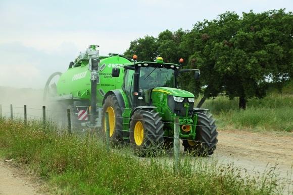Эксклюзивный драйв-репортаж трактора John Deere 6R фото, иллюстрация