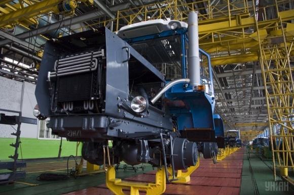 ХТЗ з моменту запуску виробництва випустив понад 300 тракторів фото, ілюстрація