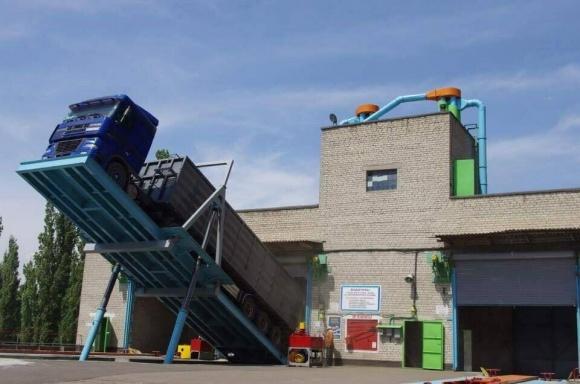 «Куліндорівський КХП» зберігає зернові, переробляє їх на комбікорм і борошно фото, ілюстрація