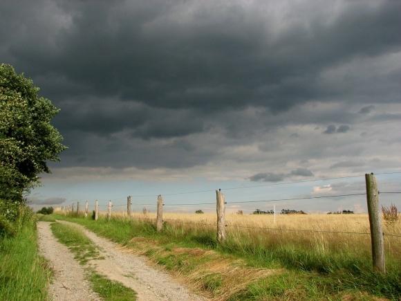"""Влітку Україну очікують погодні """"гойдалки"""" та спека фото, ілюстрація"""