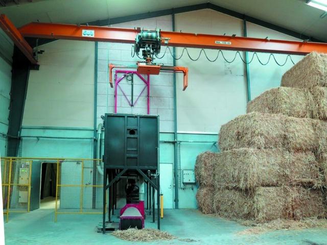 Автоматический кран подачи соломенных тюков в измельчитель для дальнейшего сжигания биомассы