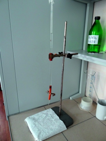 Лабораторный штатив для проведения титрования